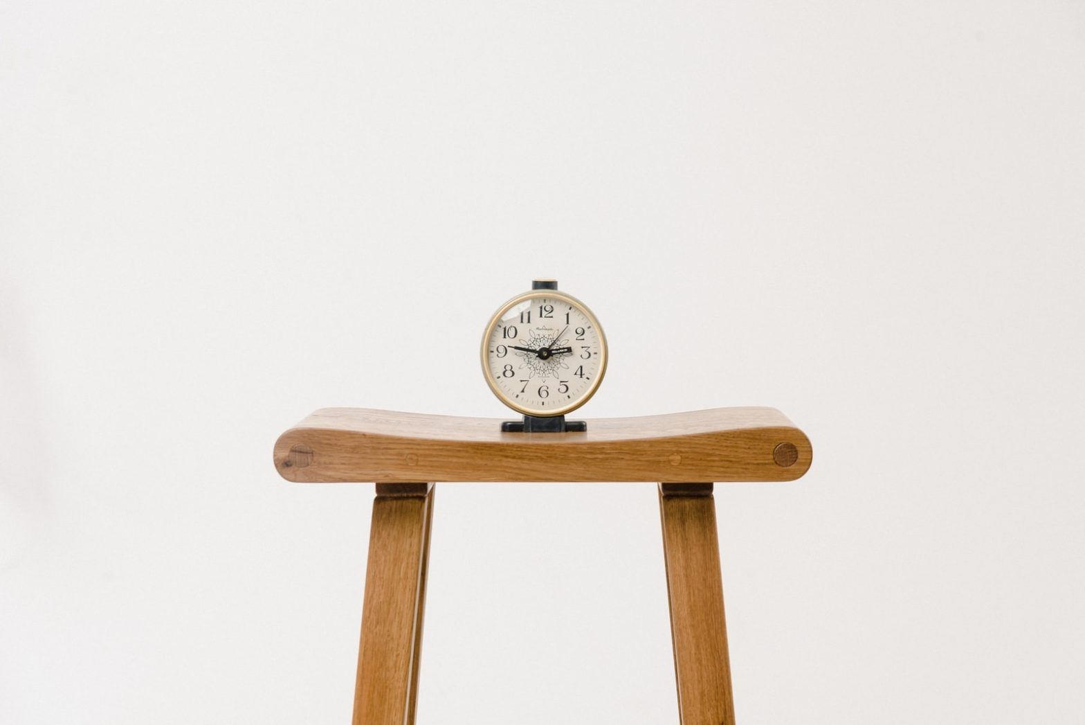 brown wooden table clock at 10 10
